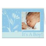 Invitación simple del nacimiento del muchacho azul tarjeta de felicitación