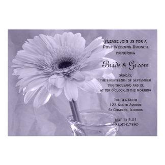 Invitación teñida púrpura del brunch del boda del