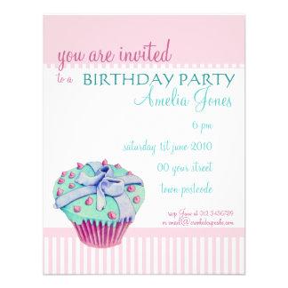 Invitación torcida de la fiesta de cumpleaños de l