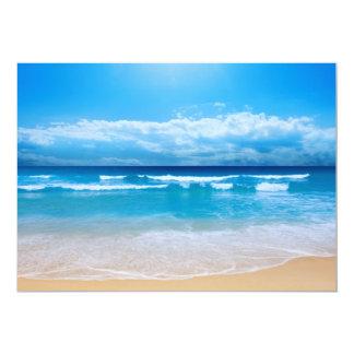 Invitación tropical de la vista al mar