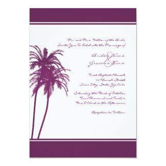 Invitación tropical púrpura y blanca de las palmas