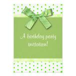 Invitación verde de la fiesta de cumpleaños del lu