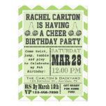 Invitación verde de la fiesta de cumpleaños que an