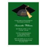 Invitación verde de la graduación del casquillo y