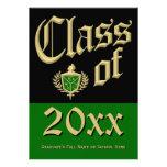 Invitación verde de la graduación del escudo