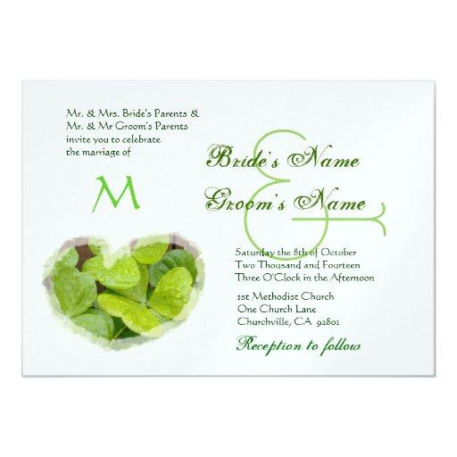 Invitación verde del boda del corazón del trébol