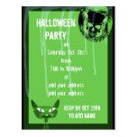 Invitación verde del fiesta de Halloween del cráne Postal