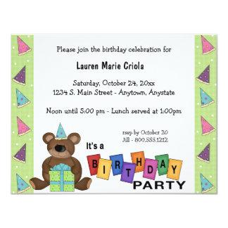 Invitación verde del fiesta del oso del presente invitación 10,8 x 13,9 cm