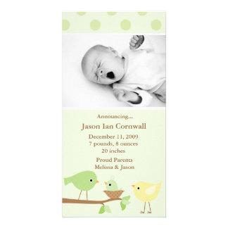 Invitación verde del nacimiento de los pájaros tarjetas personales