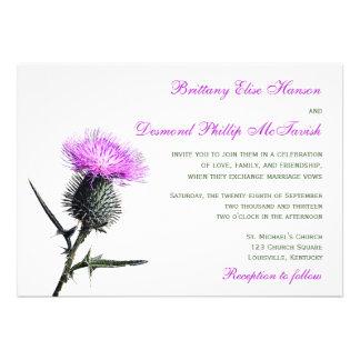 Invitación verde púrpura del boda del cardo