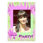 Invitación verde rosada abstracta del fiesta del d