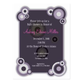 Invitación violeta de la fiesta de bienvenida al b postal