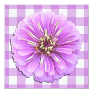 Invitación - Zinnia de la lila en enrejado Invitación 13,3 Cm X 13,3cm