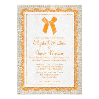 Invitaciones anaranjadas del boda de la arpillera