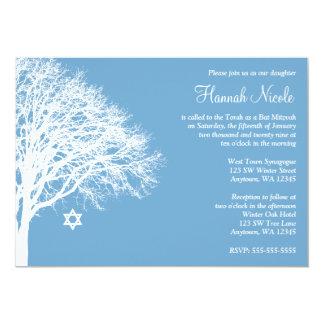"""Invitaciones blancas azules de Mitzvah del palo Invitación 5"""" X 7"""""""