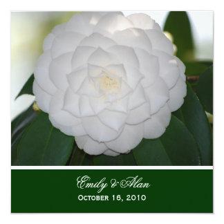 """Invitaciones blancas del boda de la camelia invitación 5.25"""" x 5.25"""""""