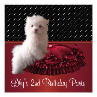 Invitaciones blancas lindas de la fiesta de cumple comunicado personalizado