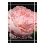Invitaciones color de rosa coralinas de la comunicado personal