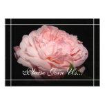 Invitaciones color de rosa coralinas de la comunicados personalizados