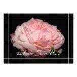 Invitaciones color de rosa coralinas de la renovac comunicados personalizados