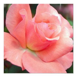 Invitaciones color de rosa rosadas comunicados personalizados