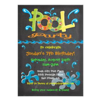 Invitaciones coloridas de la fiesta en la piscina comunicados personalizados