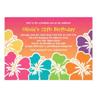 Invitaciones coloridas del cumpleaños del hibisco