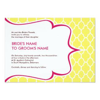 Invitaciones Curvy del rosa y del amarillo Comunicado Personalizado