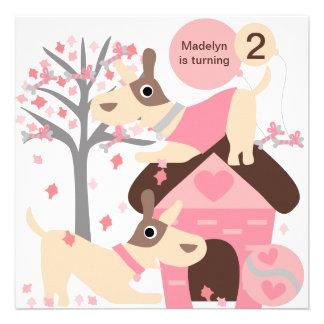 Invitaciones de encargo rosadas del cumpleaños del comunicado personalizado