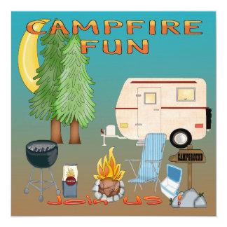 """Invitaciones de la diversión que acampan invitación 5.25"""" x 5.25"""""""