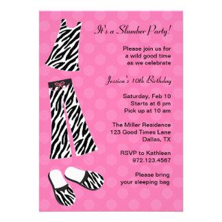 Invitaciones de la fiesta de pijamas del estampado comunicado personalizado