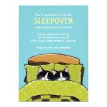Invitaciones de la fiesta de pijamas del gatito el comunicado personalizado