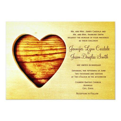 Invitaciones de madera del boda del corazón del anuncios personalizados