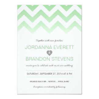 """Invitaciones del boda de Chevron Ombre de la verde Invitación 4.5"""" X 6.25"""""""