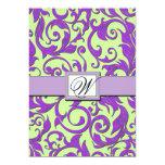 Invitaciones del boda del damasco de la púrpura y invitacion personal