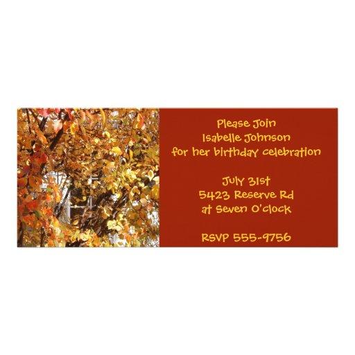 Invitaciones del cumpleaños de las hojas de otoño comunicados
