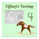 Invitaciones del cumpleaños del caballo mecedora anuncios