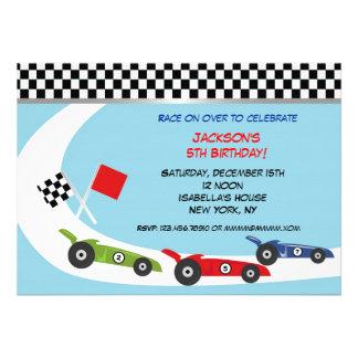 Invitaciones del cumpleaños del coche de carreras comunicado personalizado