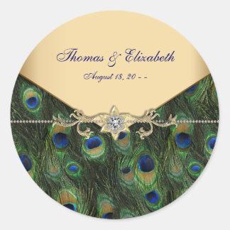 Invitaciones elegantes del boda del pavo real del pegatina redonda