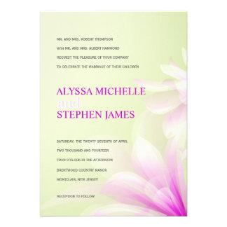 Invitaciones formales florales púrpuras de la verd anuncios personalizados