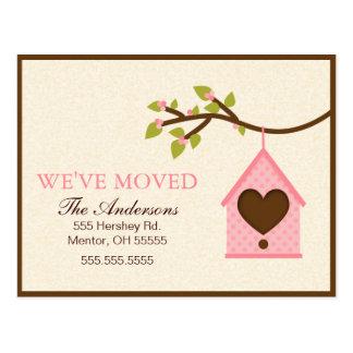 Invitaciones móviles colgantes de la casa rosada d tarjetas postales