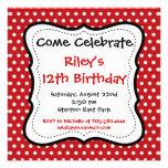 Invitaciones negras rojas de la fiesta de cumpleañ anuncios personalizados