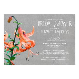 Invitaciones nupciales de la ducha del lirio invitación 12,7 x 17,8 cm