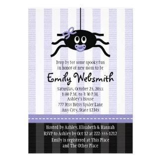 Invitaciones púrpuras de la fiesta de bienvenida a