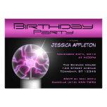 Invitaciones púrpuras de la fiesta de cumpleaños d