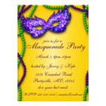 Invitaciones púrpuras de la máscara del fiesta de  comunicados personalizados