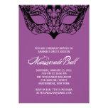 Invitaciones púrpuras de la mascarada comunicados personalizados