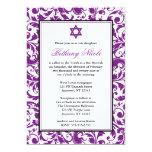 Invitaciones púrpuras de Mitzvah del palo del Comunicado Personal