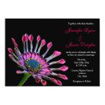Invitaciones púrpuras del boda de la margarita comunicados personales