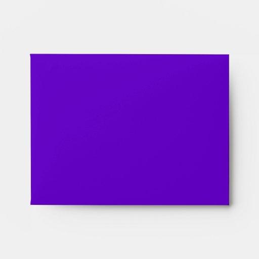 Invitaciones púrpuras del boda del pavo real